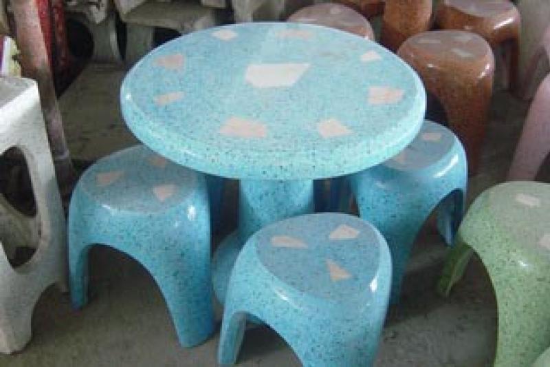 โต๊ะ 3 ขา สีฟ้า