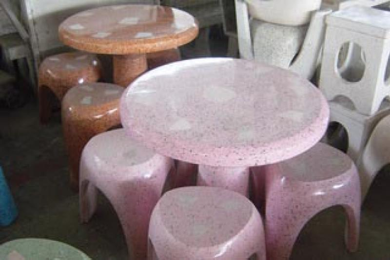 โต๊ะ 3 ขา สีชมพู