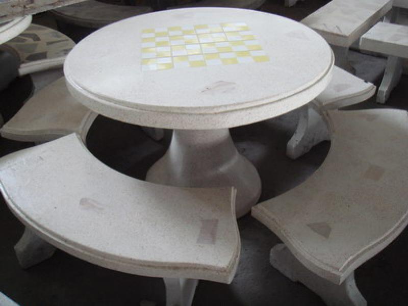 โต๊ะกลมหินขัดมีคิ้ว